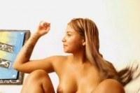 Мастурбация перед камерой красивой блонды