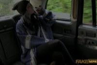 Секс в такси с молоденькой девушкой