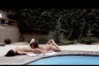 Молоденькие лесбиянки резвятся возле бассейна
