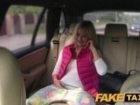 Фейк такси — секс с молоденькой блондинкой