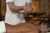 Грудастая загорелая мамаша трахается на массаже