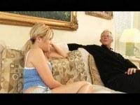 Дед трахает молодую девушку