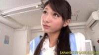 Молодая японка дрочит парням и берет сперму в рот