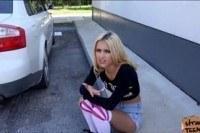 Автостоп, блондинка трахается в машине
