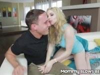 Грудастая блондинка глотает сперму
