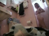 Скрытая камера в душе с молодой девушкой