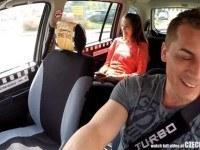 Таксист подвез и трахнул 18 летнюю