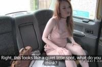 Молоденькая рыжая трахается в такси