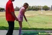 Стройная блондинка в гольфах