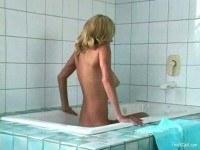 Грудастая красотка в ванне