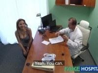 Грудастая девушка в чулках трахается с доктором
