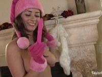 Соло мастурбация под новогодней елкой