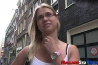 Парень ебет за деньги милую блондинку в очках