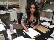 Секретарша дрочит член в офисе