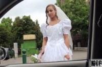Парень ебет чужую невесту в машине