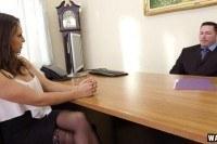 23 летняя девушка трахается с работодателем