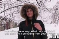 На улице предложил девушке деньги за секс