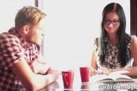 Парень кончает девушке на очки