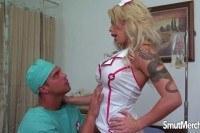 Доктор ебет грудастую медсестру