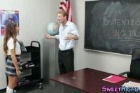 Учитель трахает худенькую 20 летнюю телку