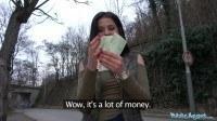 На улице предложил девушке секс за деньги