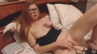 Домашняя мастурбация 18 летней с самотыком