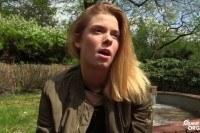 Красивая 22 летняя блондинка мастурбирует до оргазма