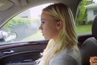 Подвез 18 летнюю блондинку и трахнул в машине