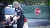 Девушки полицейские сосут негру преступнику