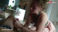 Домашний горловой минет делает 18 летняя девушка